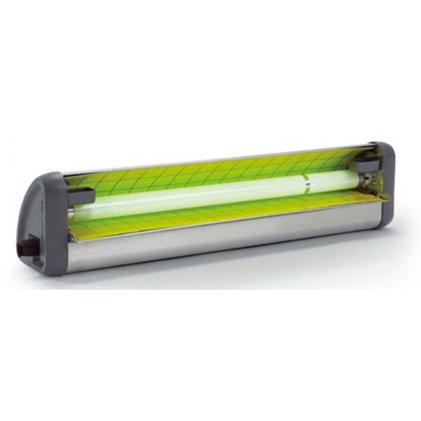 attrape les guêpes sur une plaque adhésive en attirant la lumière.