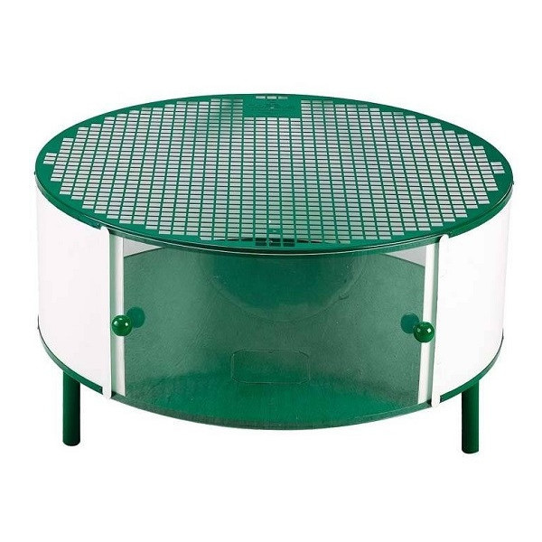 multipurpose cage for exposure and care of chicks.