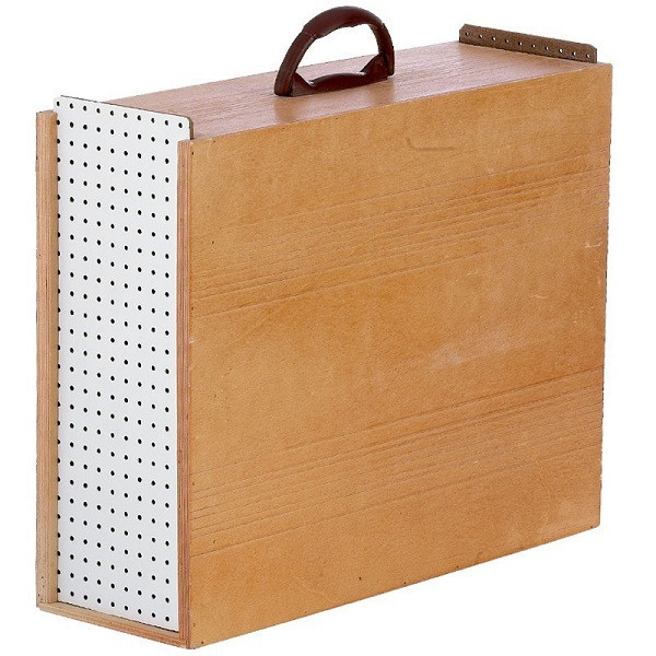 Wooden boxes for transporting roosters